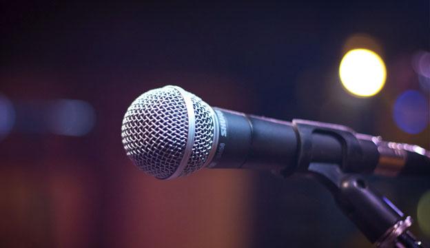 microfone-igreja-bastao